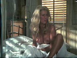 Catherine Deneuve (topless)